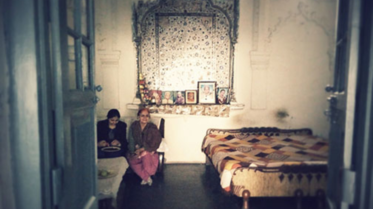 Mehrab in interior with decorated motif of 'tree of life' with Ainakari