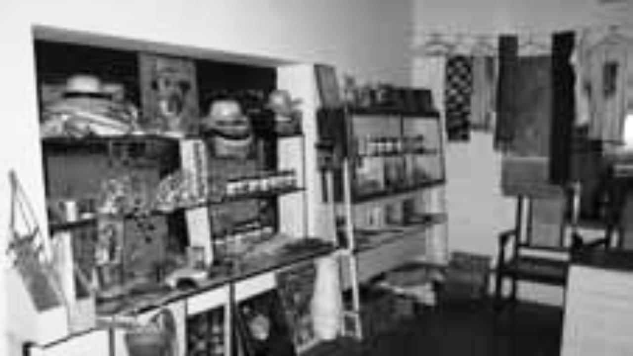 Moti Souvenir Shop