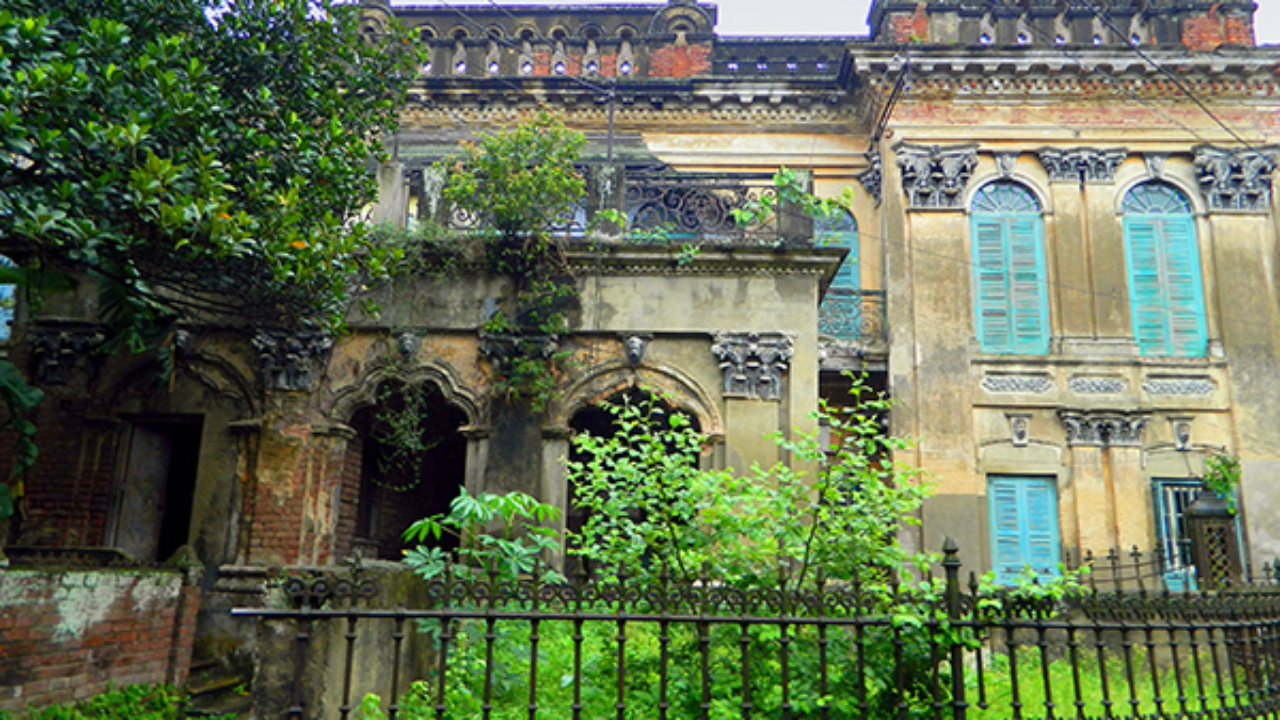 Remnants of cast iron grilles and garden of the Mondol Bari, Gondolpara